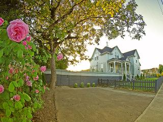 Stunning Victorian in the Heart of OR Wine Country - Lafayette vacation rentals