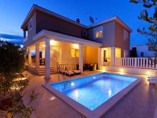 Charming 4 bedroom Villa in Necujam - Necujam vacation rentals