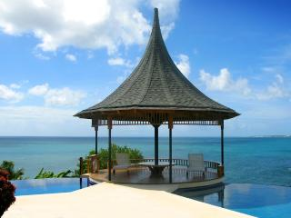 VOTED TOP 20 CONDE NAST CARIBBEAN VILLA - 74 STEPS TO BEACH - KIDS TRAVEL FREE - Black Rock vacation rentals