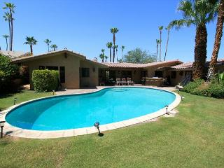 'Hacienda' Private Pool, spanish detail, 2 masters - Palm Desert vacation rentals