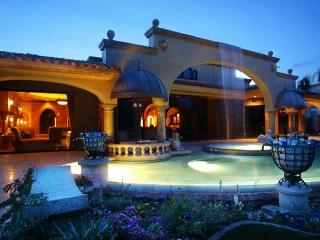 'Chateau' Exceptional private Pool & Spa - Palm Desert vacation rentals