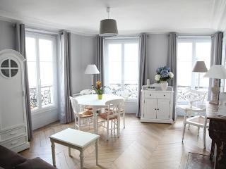 Amazing 1 bedroom apt: Le Charmant ramey - Paris vacation rentals