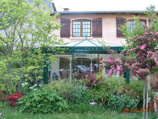 2 CHAMBRES ds Jolie Maison à LA CAMPAGNE PRES LYON - Caluire et Cuire vacation rentals