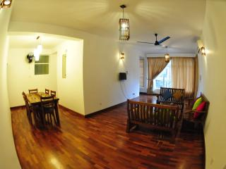 LUXURY APARTMENTS FOR SHORT LET IN COLOMBO - Colombo vacation rentals