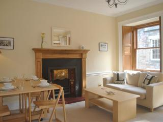 Bright City Centre Apartment - Edinburgh vacation rentals