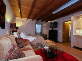 Couple's Garden Apt Retreat,  Private Hot Tub - Portland vacation rentals