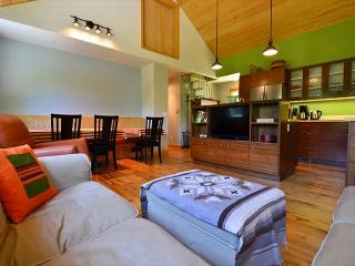 New & Stylish, Hidden Country Home on 5 Acres: Open Fields, Redwoods & Sauna - Arcata vacation rentals