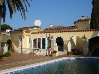 VILLA ROBERT - Empuriabrava vacation rentals