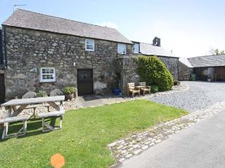 STABLE 2, family friendly, country holiday cottage, with a garden in Llanbedrog, Ref 8901 - Llanbedrog vacation rentals