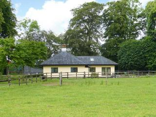 RIVERSFIELD STUD LODGE, detached, ground floor, pet-friendly, WiFi, near Kilmallock, Ref 14648 - Doon vacation rentals