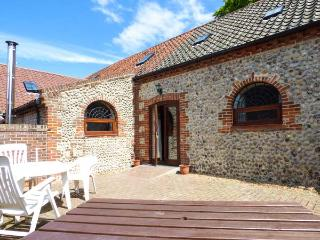 BEECH BARN, pet-friendly barn conversion near Cromer, patio, two bathrooms Ref 905403 - Cromer vacation rentals