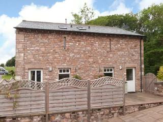 HAY BARN, WiFi, en-suite bedrooms, rural location, detached cottage near Ingleton, Ref. 913007 - Ingleton vacation rentals