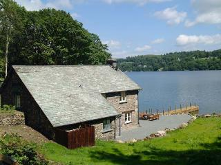 HAMMERHOLE, trout fishing, shared swimming pool, Lake Windermere views, Graythwaite, Ref. 914072 - Newby Bridge vacation rentals