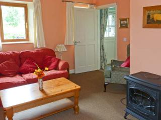 LARKSIDE COTTAGE, cosy cottage in country location, patio and shared gardens, close to Kilkenny city, Ref 915392 - Freshford vacation rentals