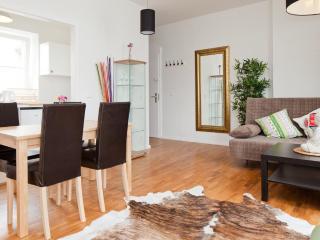 F20 Right at Richard Square - Berlin vacation rentals