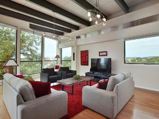 2BR/2BA Downtown Austin Penthouse, Exceptional City Views - Austin vacation rentals