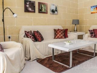 Perfect 2 bedroom Marsalforn Condo with Internet Access - Marsalforn vacation rentals