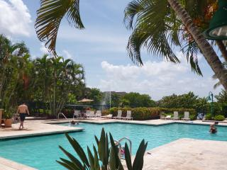 Gorgeous Townhouse in Weston - Resort Style - Weston vacation rentals