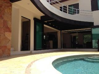 Tulum Happy House Sleeps 6 - Tulum vacation rentals