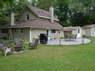 Cozy Cottage with Deck and Telephone - Sauble Beach vacation rentals