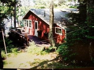 Lakeside cottage w/dock and boat - Monmouth vacation rentals