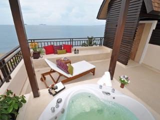 Beach Penthouse, stunning sea view, Jaccuzi - Sattahip vacation rentals