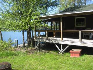 2 bedroom cottage just feet from the water - White Mountains vacation rentals