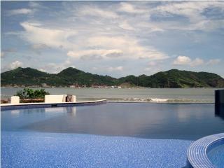 FABULOUS NEW BEACHFRONT CONDO - Rivas vacation rentals