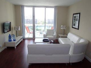 Beach Side 2 bedroom/ 2 bathrooms 12P - Hollywood vacation rentals