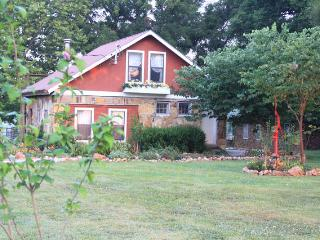 Bannockburn Cottage @ Ozark Highlands Farm - Joplin vacation rentals