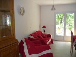 2 bedroom Gite with Internet Access in Monteux - Monteux vacation rentals