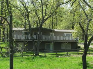 Ozark Getaway - 4 BR 3 Bath Vacation House - Oakland vacation rentals
