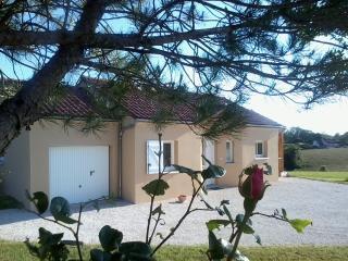 Cozy 2 bedroom Gite in Salignac-Eyvigues with Washing Machine - Salignac-Eyvigues vacation rentals