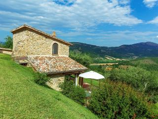 Niccone Valley Beautiful Cottages & stunning views - Calzolaro vacation rentals