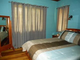 Beautiful riverside cabin with gorgeous views - Santa Elena vacation rentals