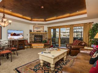 Canyon Creek : Pool, Hot Tub, Fitness Room. Walk to ski slopes. Discount Lift Tix* - Northwest Colorado vacation rentals