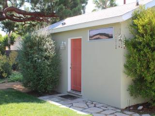 Stay in a Tranquil Garden - Toluca Lake - Toluca Lake vacation rentals