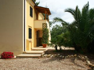 Nice Cottage with Balcony and Central Heating - Picciano vacation rentals