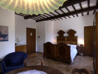 Nice B&B with Private Fishing and Garden - Camerino vacation rentals