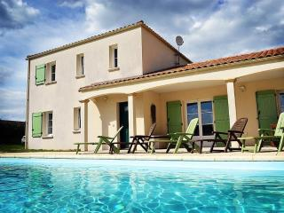 Bright Villa with Internet Access and Satellite Or Cable TV - La Châtaigneraie vacation rentals