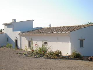 Lovely 2 bedroom Villa in Santa Barbara de Nexe - Santa Barbara de Nexe vacation rentals