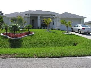 Florida  Cape  Coral   VILLA FOR 2-8, POOL, NICE LOCATION IN THE SUN, GOLFRESORT AND BEACHES VERY CLOSE - Cape Coral vacation rentals