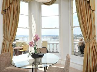 8 Astor House Great sea views and balcony one bed sleeps 2-4 - Torquay vacation rentals