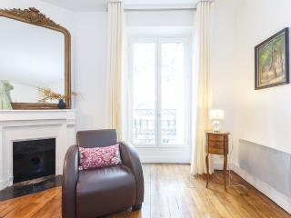 Serene Caulaincourt, a one bedroom apartment in Montmartre - Paris vacation rentals