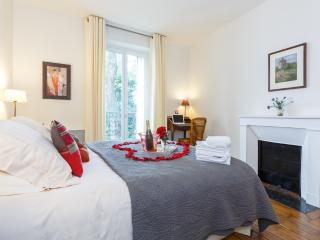 Serene Caulaincourt - Paris vacation rentals