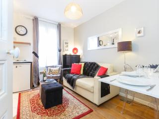 French Kiss - Cozy One-Bedroom in Montmartre - Paris vacation rentals