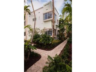 Charming art deco bldg 2/2 in Miami Beach Apt 3 - Miami Beach vacation rentals