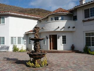 BEAUTIFUL ESTATE W/ BREATHTAKING 360 DEGREE VIEWS - Corona vacation rentals