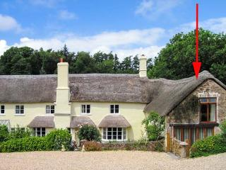 GROOM'S LODGE, character thatched cottage, super king-size bed, private courtyard, large grounds, in Roadwater, near Watchet, Re - Exmoor National Park vacation rentals