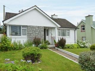 TEACH ANNIE, ground floor, detached, open fire, lawned gardens, near Falcarragh, Ref 915452 - Falcarragh vacation rentals